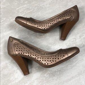 NWOT Life Stride Velocity Gold Bronze Heels